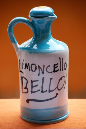 limoncello-bottle-amalfi-coast-limoncello-bello-handpainted-by-italian-summers