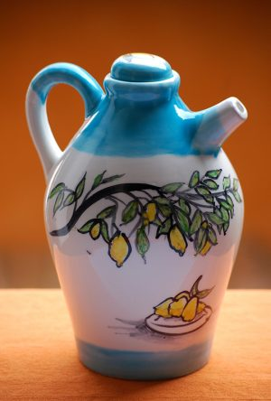 limoncello-bottle-amalfi-coast-lemonbasket-lemons-handpainted-by-italian-summers
