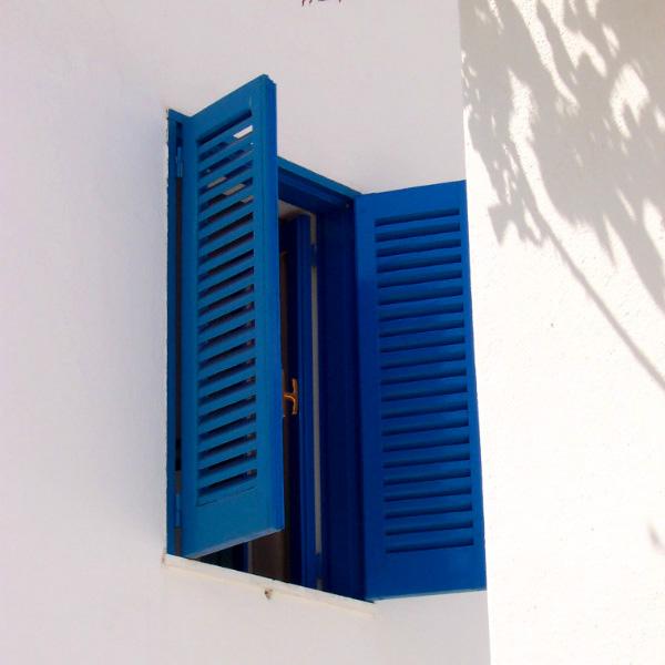 Panarea Island, blue shutters, photo by Lisa van de Pol. Italian Summers