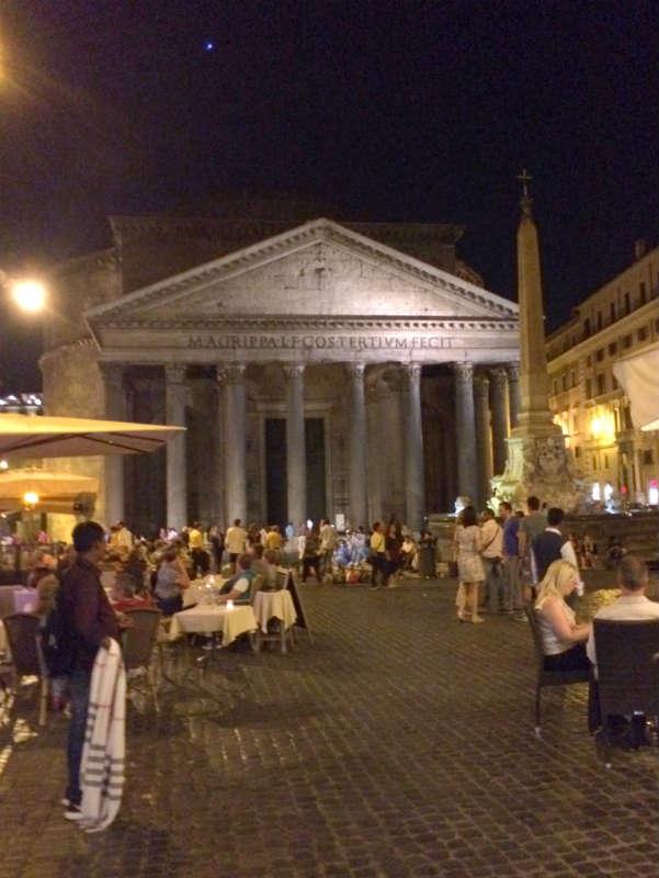 Pantheon, Rome, Italy. Italian Therapy. © Photo by Lisa van de Pol