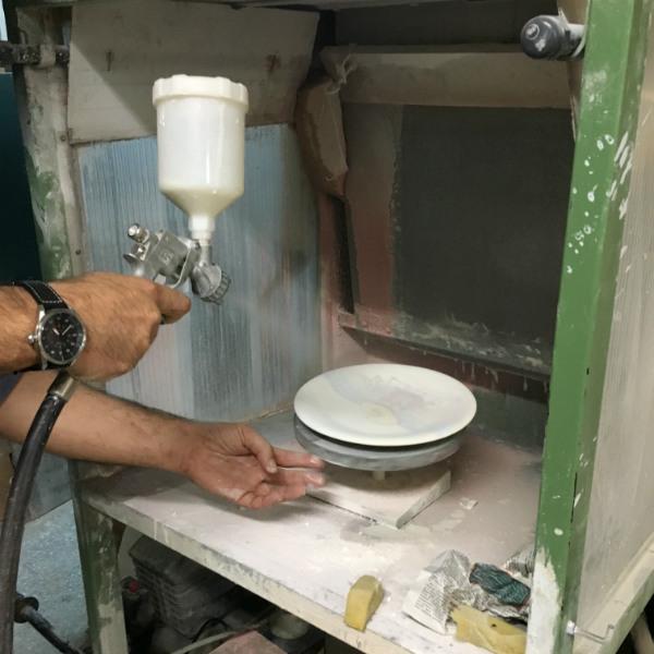 Positano Beach Hat plate, by Italian Summers. Italian Style ceramic plates. Design Lisa van de Pol. Artwork Claudio Assandri