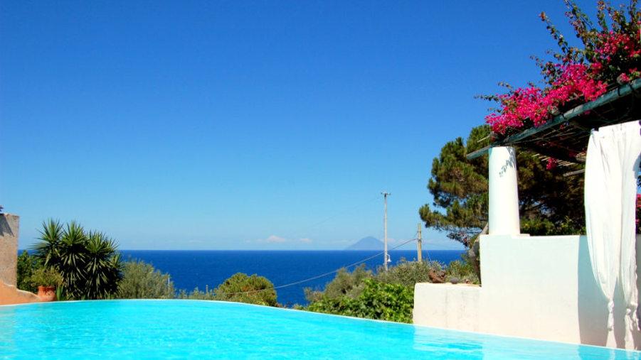Salina, Hotel signum, pool with view, Photo by Lisa van de Pol, Italian Summers