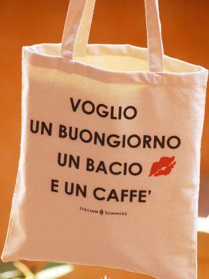 VOGLIO UN BUONGIORNO tote bag by Italian Summers voglio un buongiorno, un bacio e un caffe