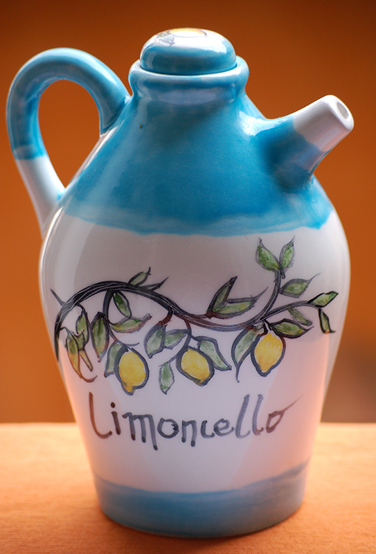 limoncello-bottle-amalfi-coast-lemontree-handpainted-by-italian-summers