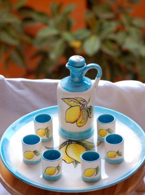 limoncello-set-amalfi-coast-bottle-glasses-sevingplate-by-italian-summers