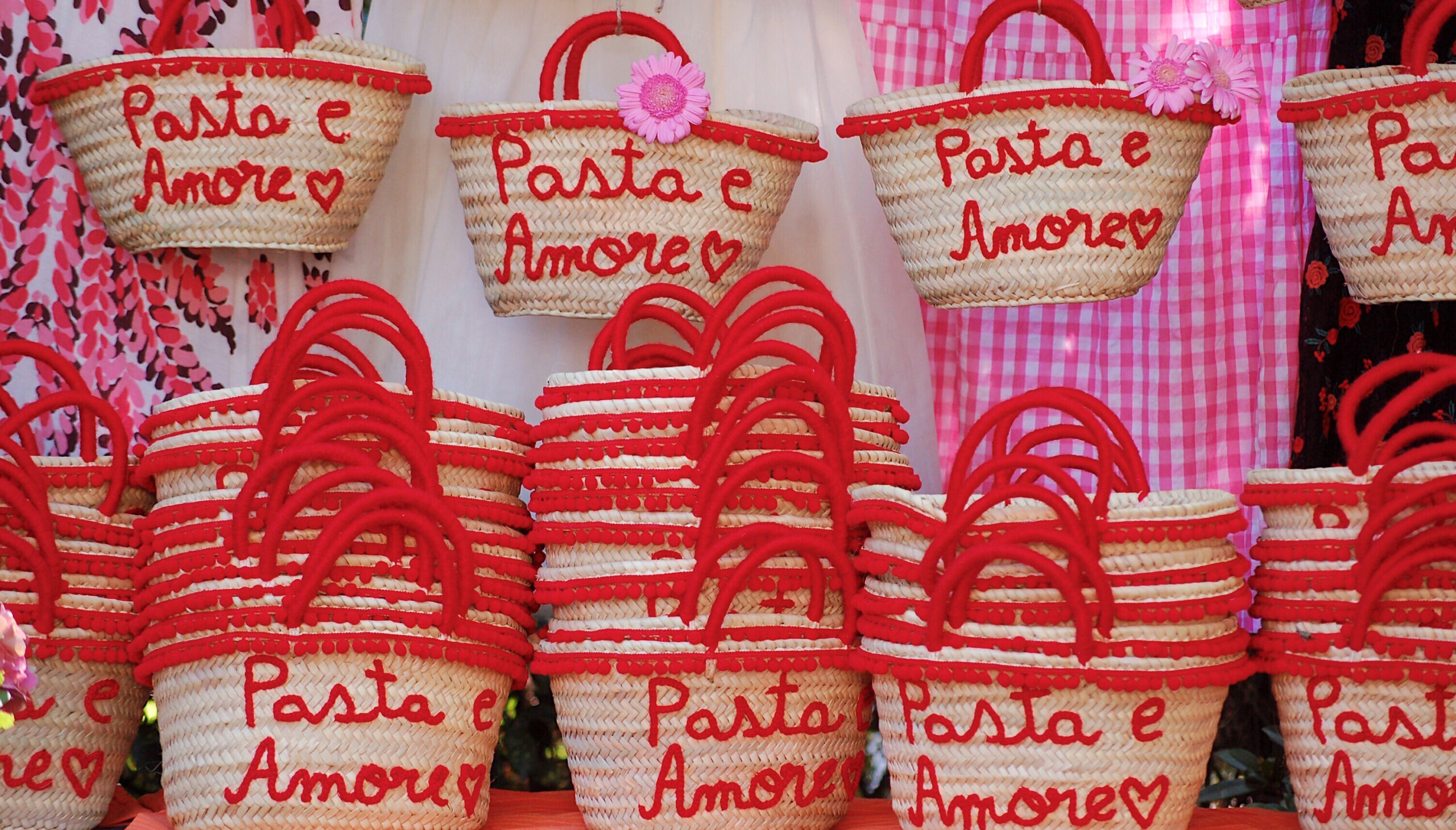 Personalized straw bags Pasta & Amore for a wedding in Italy by Italian Summers