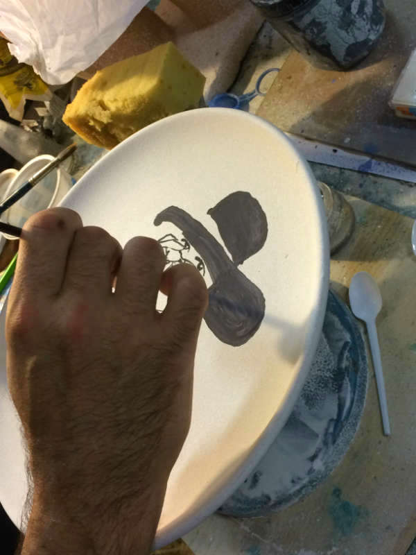The making of the Italian Summers plate Donna in nero. Exclusive ceramic plates by Italian Summers