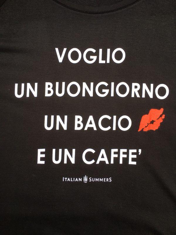 Voglio un bacio, un buongiorno e un caffe t-shirt by Italian Summers